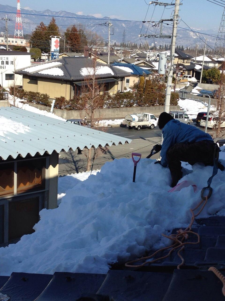大雪が降った山梨で異常な量の雪下ろしやってみた!かなり危険!